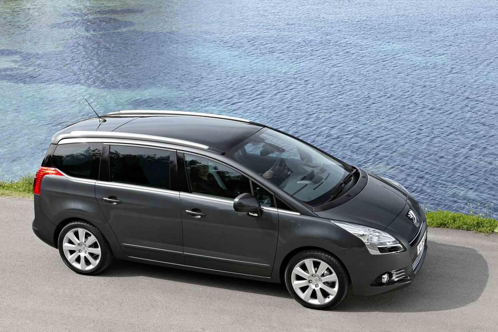 Peugeot_5008_003